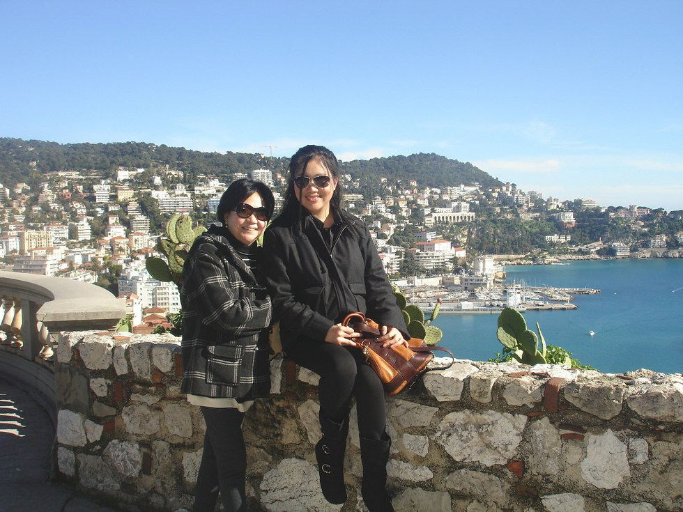 United employee, Hannah and her mom in the French Riviera