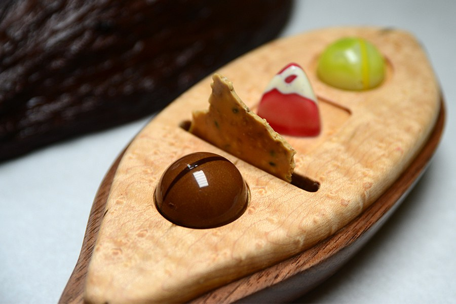 Contreras' mignardises, served in a cacao pod
