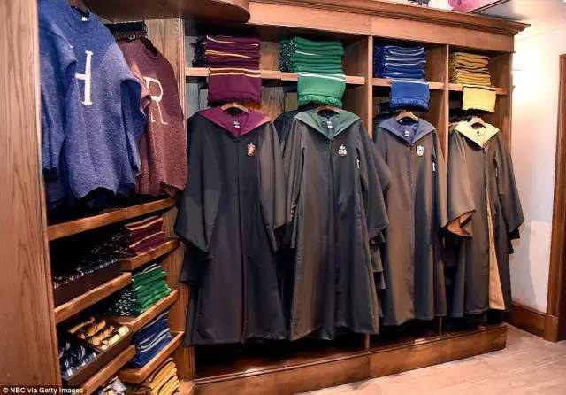If You Think Im Above Buying My Very Own Set Of Ravenclaw Robes And Wearing Them Around The Wizarding World Harry Potter Youre Wrong