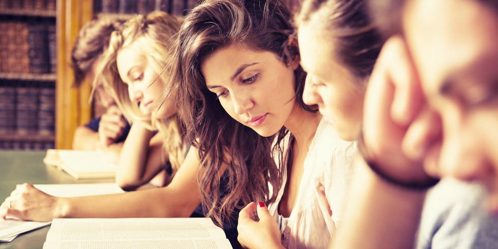 essay school life vs college life Free essay: high school vs college a very important part of life is education in order to acquire a satisfying education, one should complete high school.