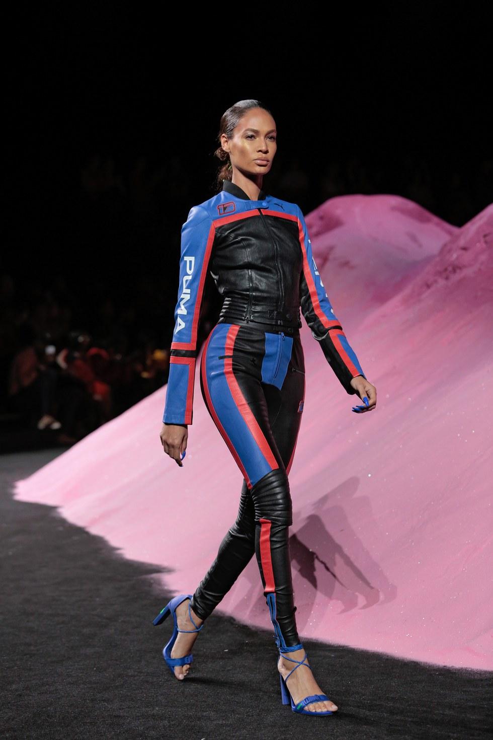 premium selection ca2ef 20fae Rihanna Revved Her Engines For the SS18 Fenty x Puma Show ...