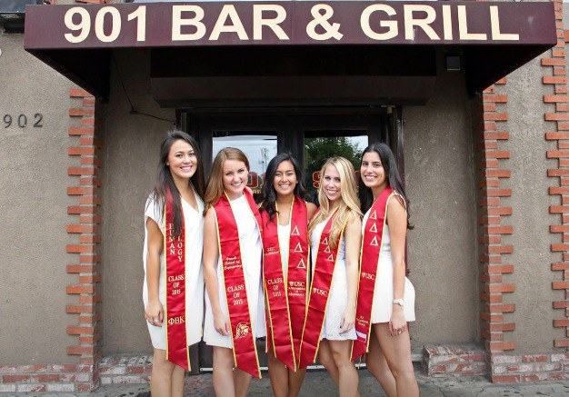 10 Iconic USC Spots To Take Your Graduation Photos