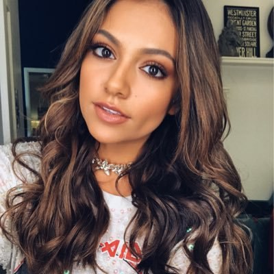 Bethany Mota 21 Years Old You Star Known For Giving Beauty Tips To Youngsters On The