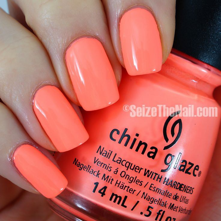 This is an ideal beach color, the name Flip Flop Fantasy speaks for itself. This color makes your nails stand out and especially with tan skin.