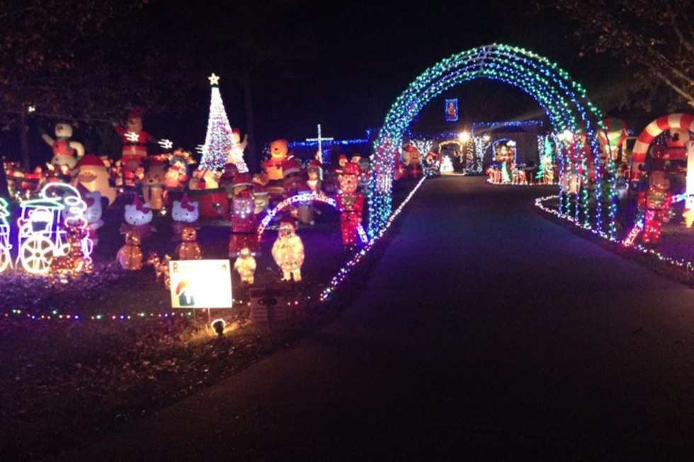 The house also has its lights synced up to a radio station so passersby can  watch the lights dance to the sounds of Christmas songs. - Christmas: 5 Best Decorated Houses In The USA