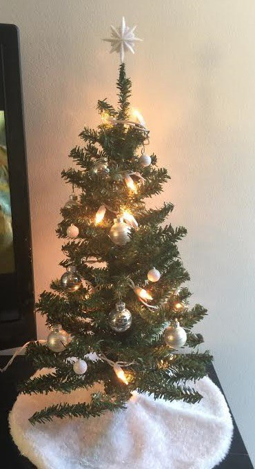 A Broke College Student's Guide To Cheap Christmas Decor
