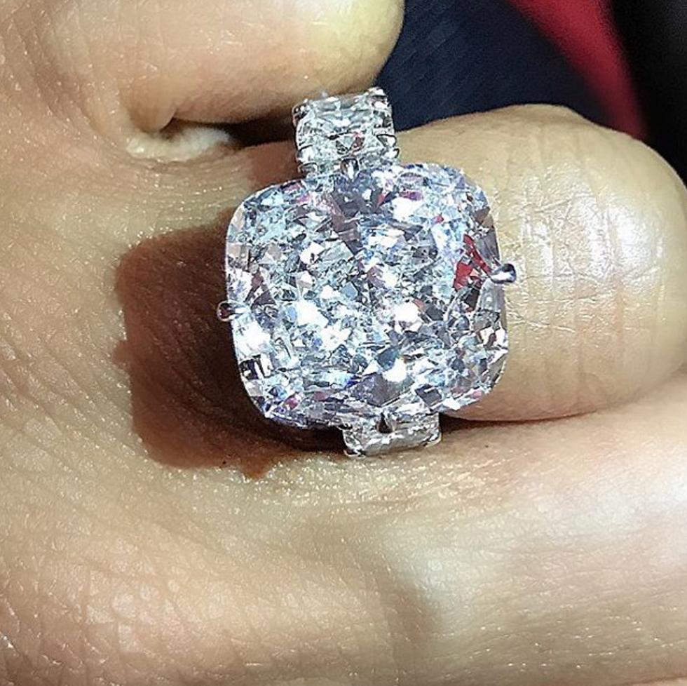 Breathtaking celebrity engagement rings huge 25 carat diamond ring junglespirit Image collections