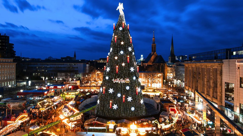 Scaling a height of 147 feet, the Hansaplatz marketplace has a magnificent  piece of work sparkling among it. This tree is uniquely made out of 1,700  ...