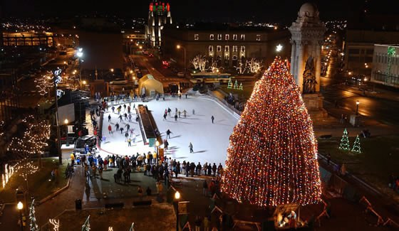 If you visit Syracuse in the winter-time going to see the lighting or even just going to Clinton Square to ice skate is something I highly recommend doing. & 10 Things You Have To Do While In Syracuse New York azcodes.com