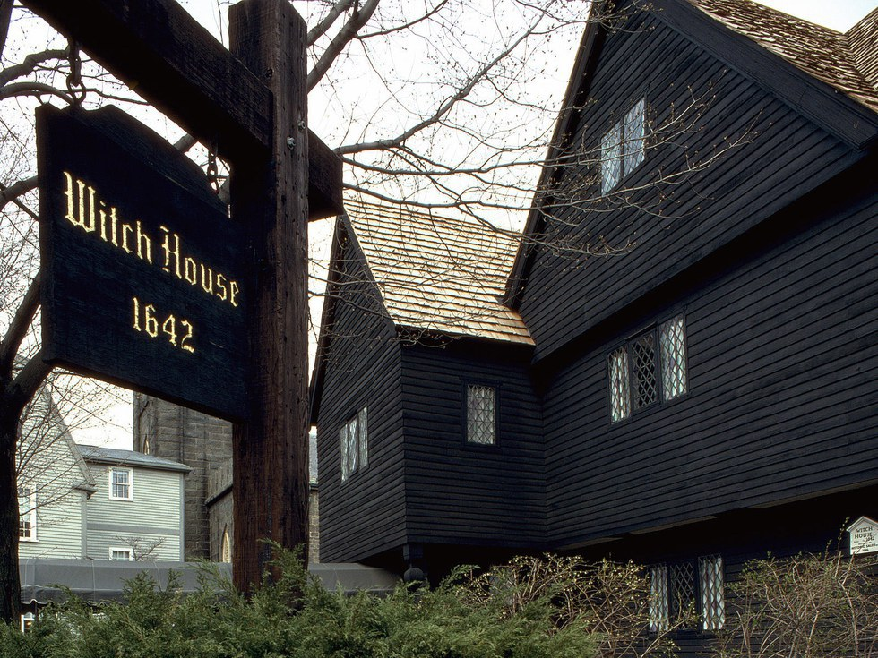 the details of the infamous witch trials in salem massachusetts What were the salem witch trials the court of oyer-and-terminer held the infamous trial in to essex county in massachusetts and specifically to the salem.