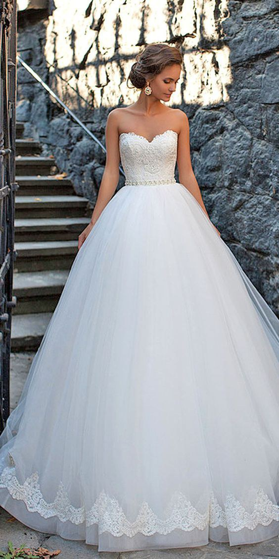 8 fairy tale inspired wedding dresses for Fairytale inspired wedding dresses