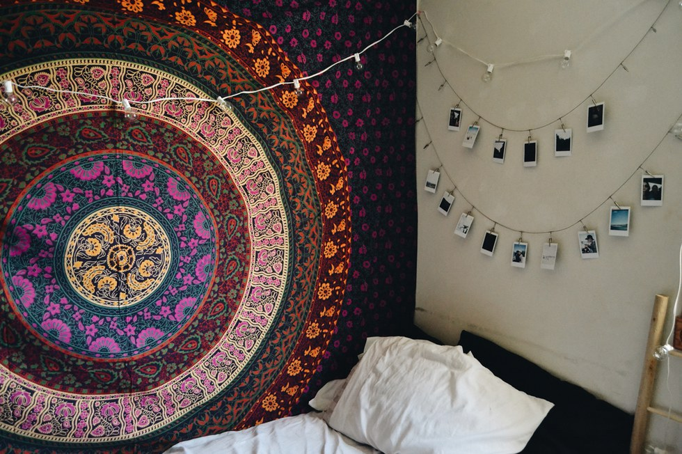10 Things Every Basic Girl Has In Her Dorm Room