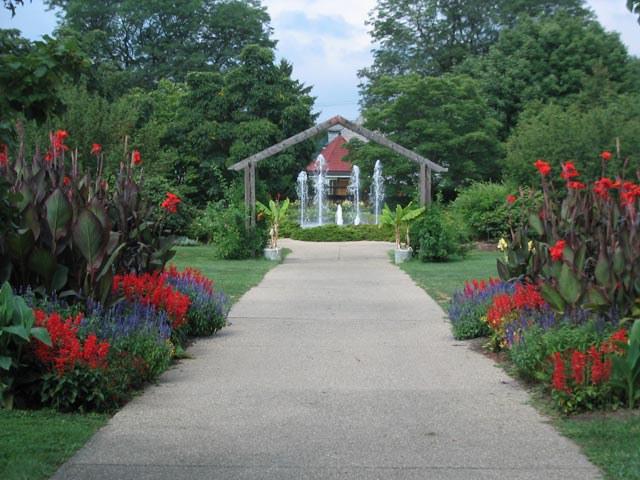 Luthy Botanical Gardens.