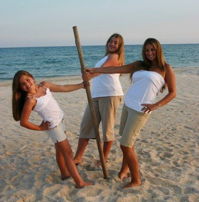 I Think Awkward Poses Were Also Essential For Family Beach Pictures Refer Back To Image A Real Life Photo Of Me As Proof