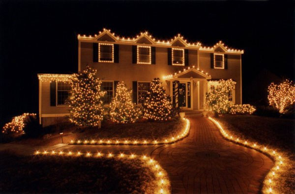 White Christmas Lights Are Better Than Colored. Here's Why.