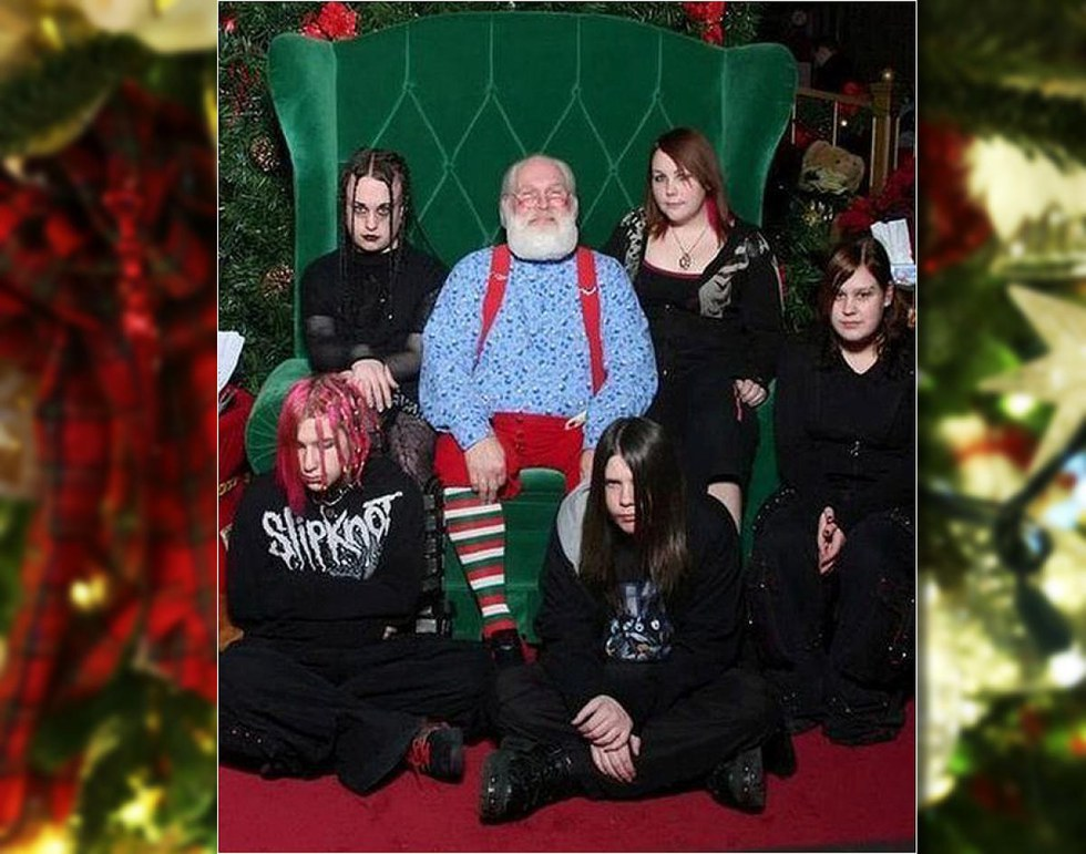 10 Of The Most Awkward Christmas Photos