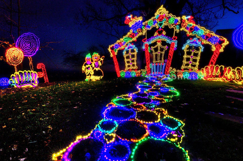 8 places to see christmas lights in georgia for Holiday light spectacular atlanta motor speedway