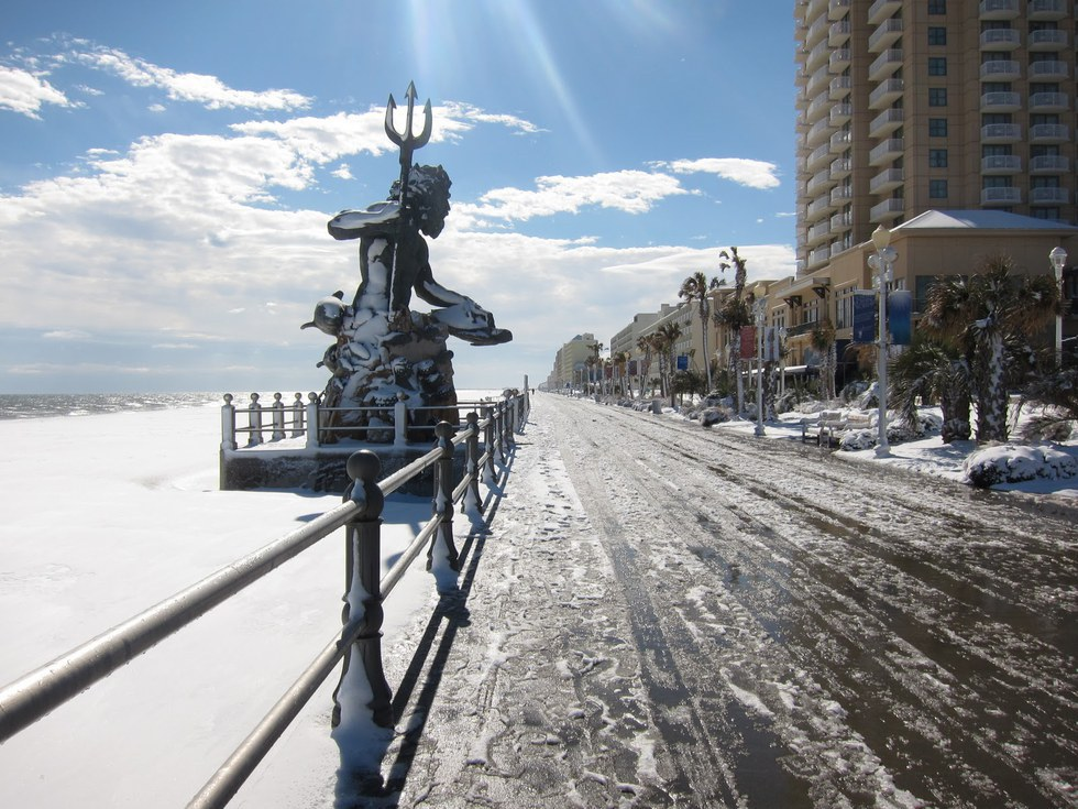 Snow On The Beach What Hail I M Dreaming Of A White Christmas Is Beautiful Until It Gets Trampled And Run Over
