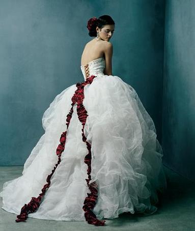 Wedding Dresses That Should Never Have Been Worn - OSM Hacks