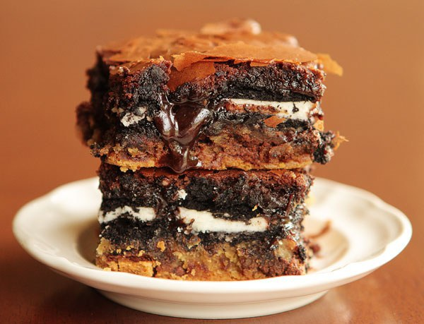 5 desserts all food junkies must try mmmmmm this would be perfect with vanilla ice cream its made with a layer of cookie dough a layer of oreos and a layer of fudge brownies forumfinder Images