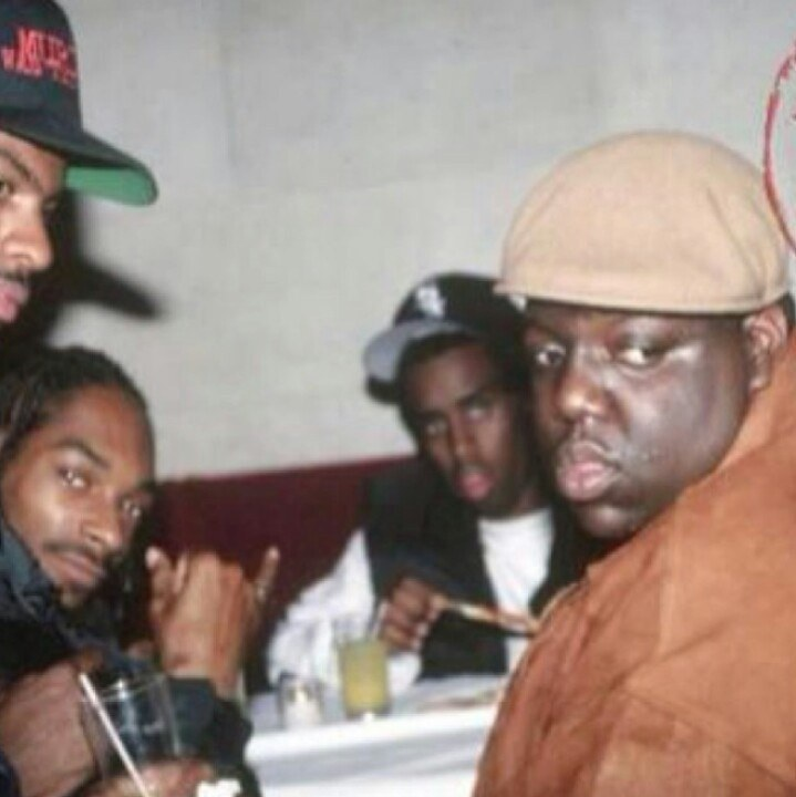 compare and contrast biggie vs tupac Tupac(pro) vs biggie(con) who was the best rapper while both rappers made a huge impact on the hip hop community individually it is my opinion that both these rappers were incredibly talented and at the same time influential.