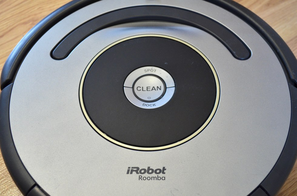 Three buttons are all you need to control the Roomba