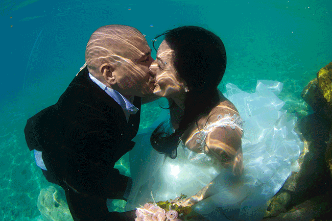 How Does An Underwater Wedding Work