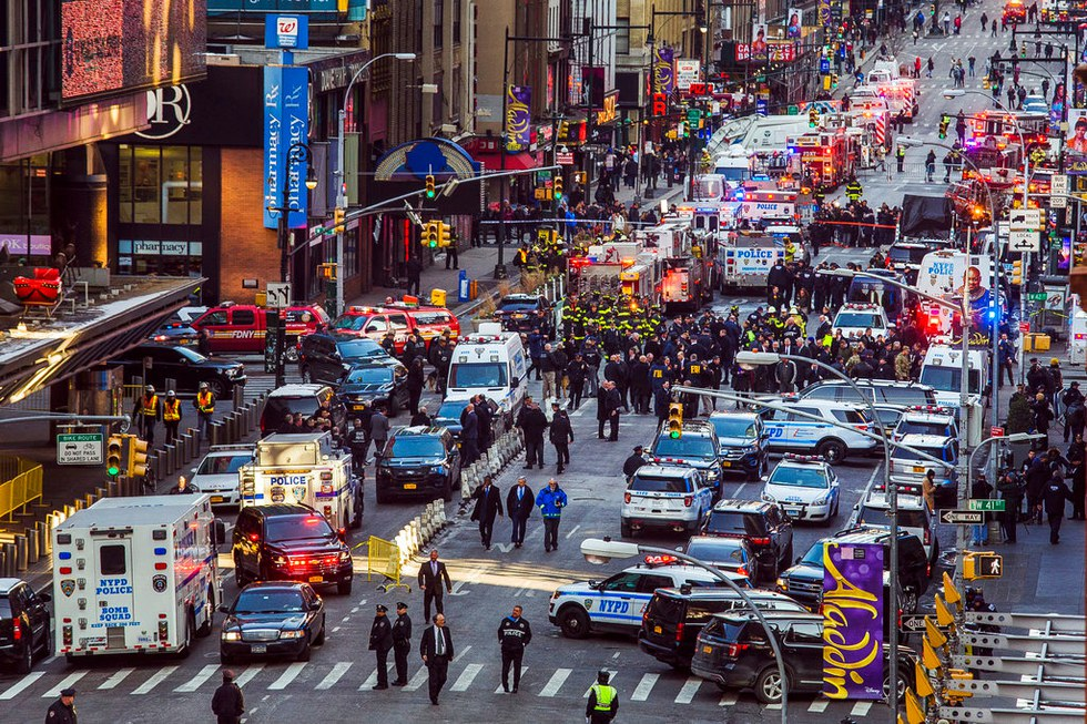 Pipe bomb detonation near Times Square in NY, few injured