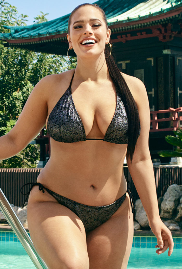 She became the new face of a plus size clothing chain from Britain, called  Evans. She was also the first plus-size model to ...
