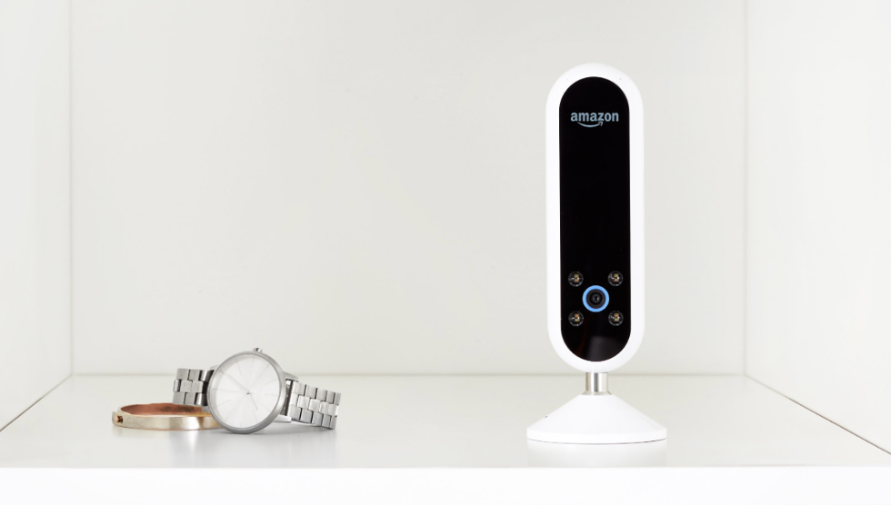Amazon acquires patent for blended-reality mirror to give user VR experience