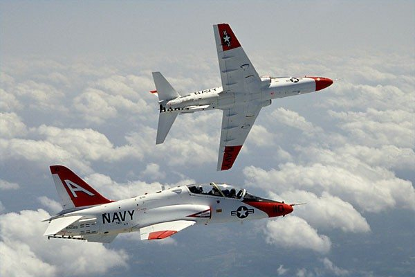 5 differences between Navy and Air Force fighter pilots - We Are The