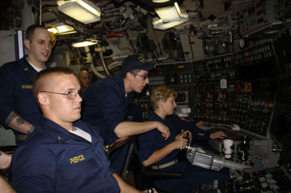 27 Incredible Photos Of Life On A Us Navy Submarine We