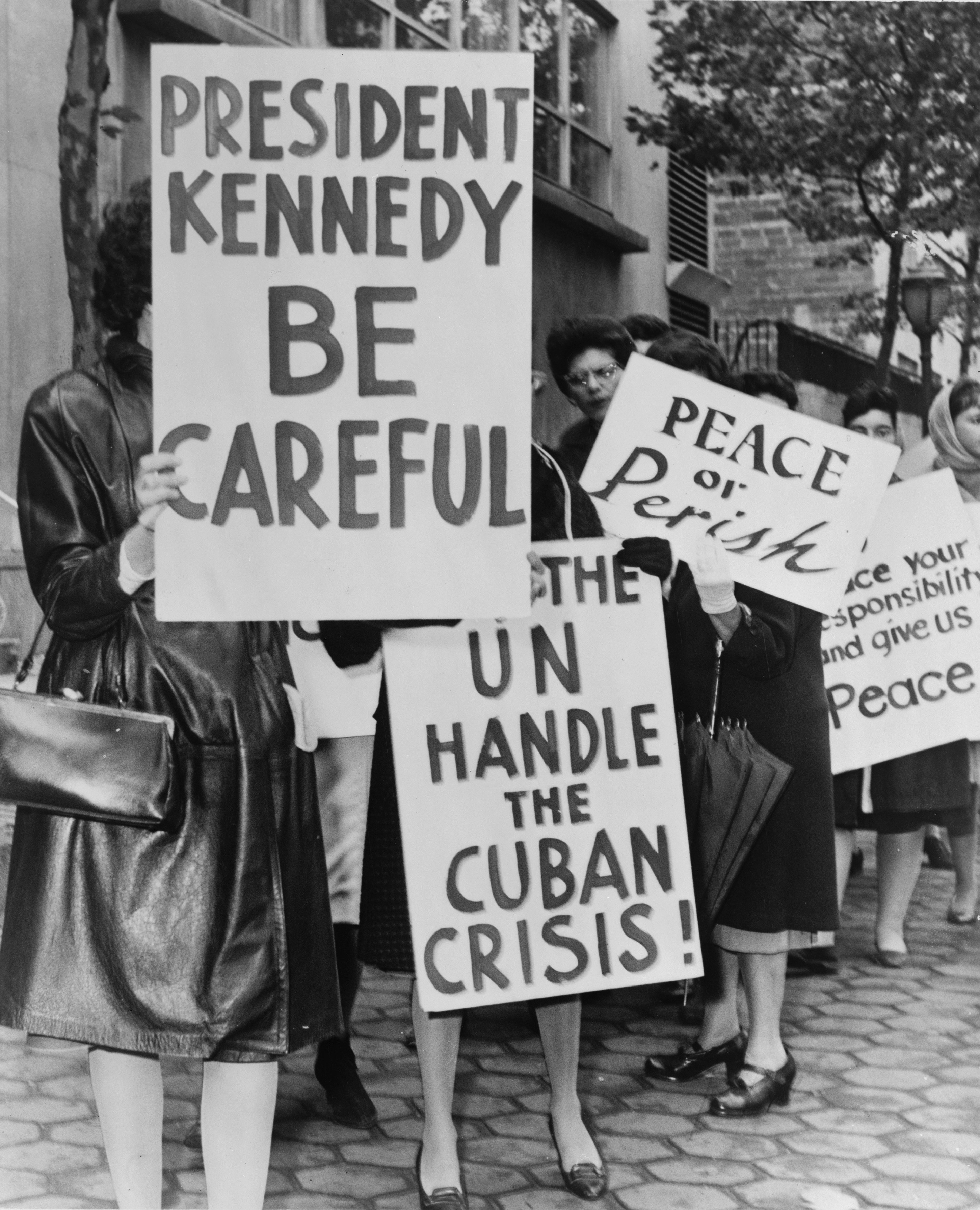 13 Days In October: A History of the Cuban Missile Crisis