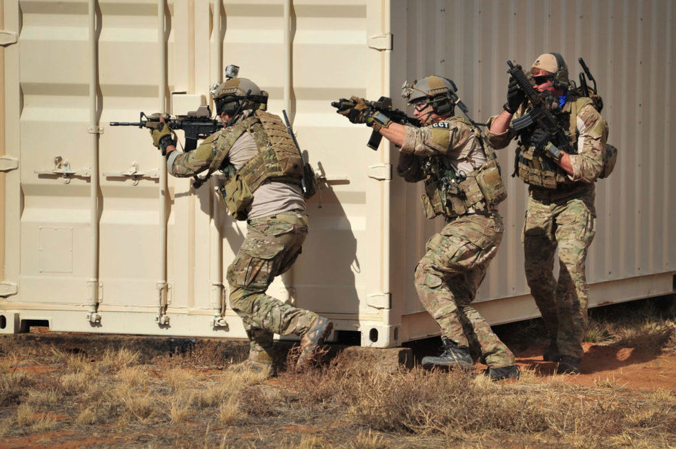 here s the difference between special ops and special forces we