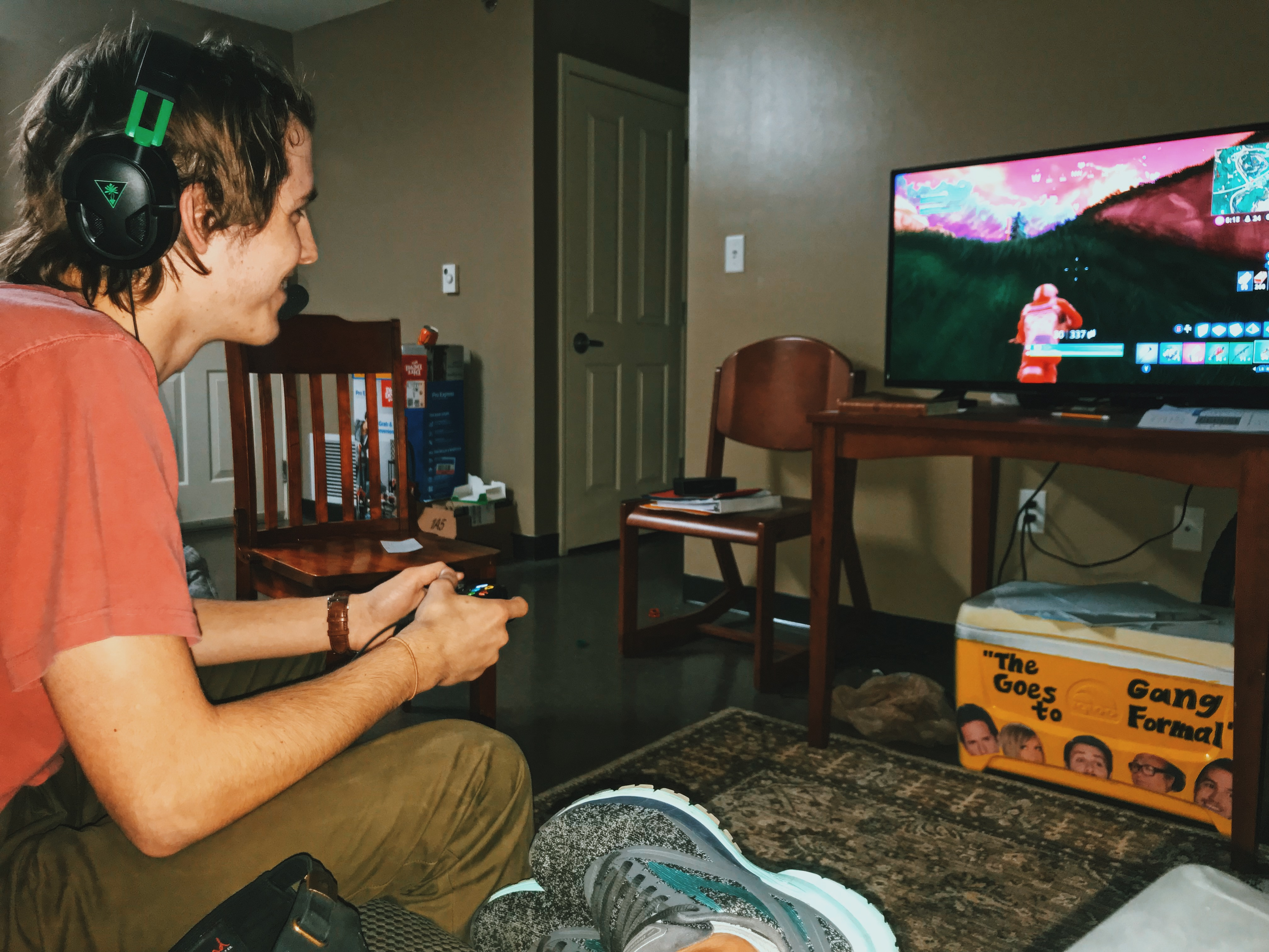 21 Thoughts I Had Watching My Boyfriend Play 'Fortnite,' All Night