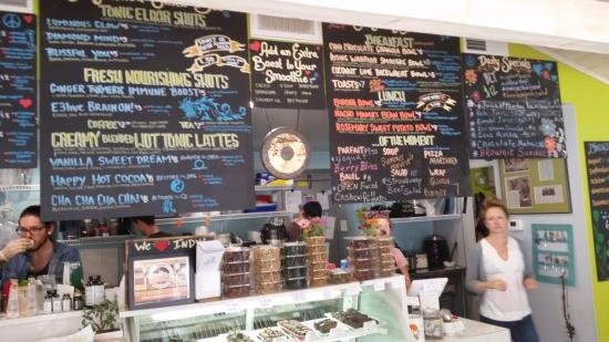 Ezra S Is A Local Green Cafe That Serves Only 100 Percent Vegan Plant Based Food Also Gmo Free Gluten And Processed Sugar