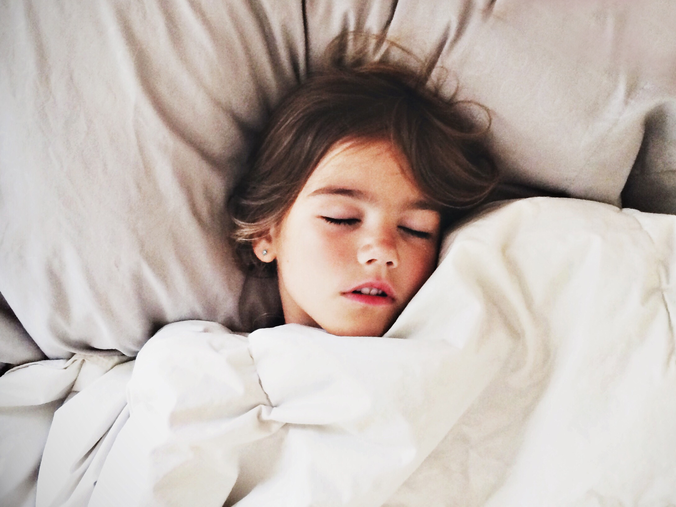 21 tips for getting stubborn kids out of bed in the morning