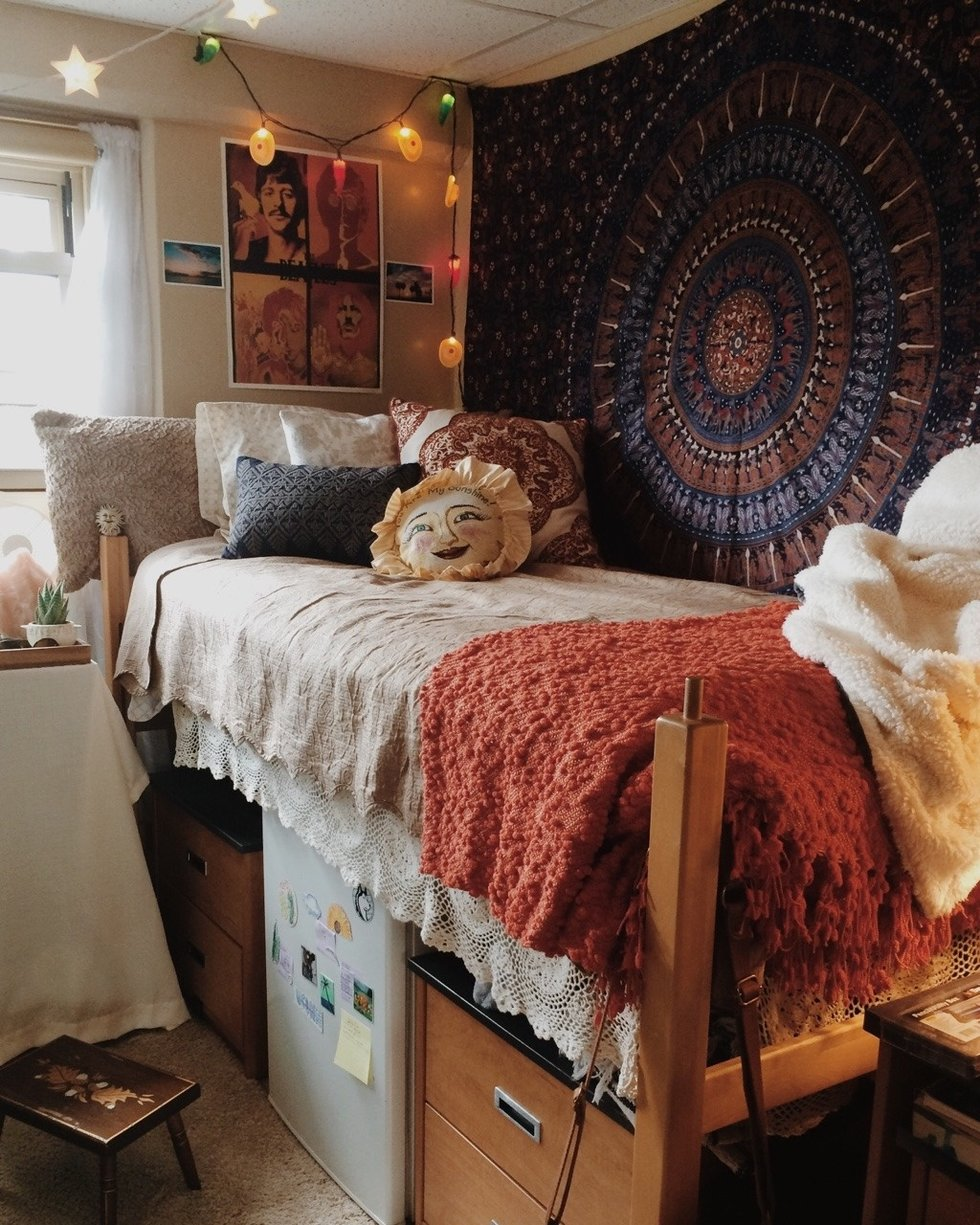 8 Budget Friendly Ways To Make Your Dorm Room Look Less Like A