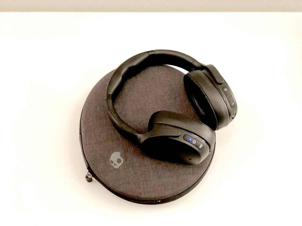 Picture of Skullcandy venue headphones and case.