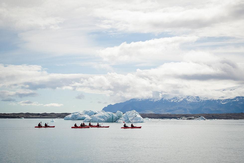 Kayaking through the J\u00f6kuls\u00e1rl\u00f3n Glacier Lagoon