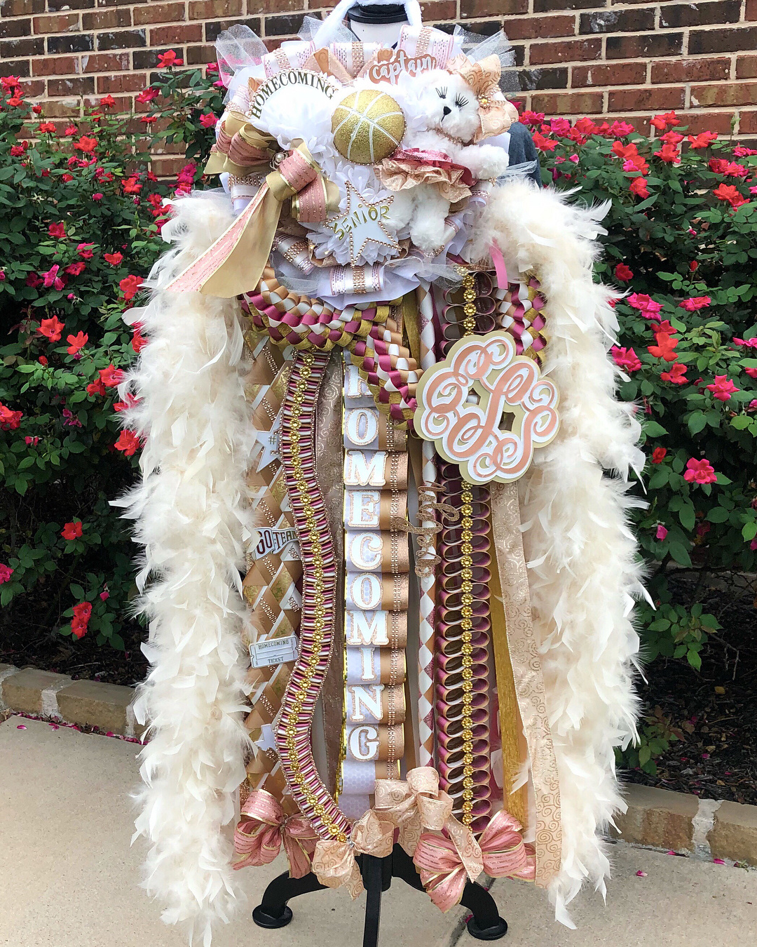 Christmas Homecoming Mum.15 Of The Most Outrageous Homecoming Mums We Ve Ever Seen