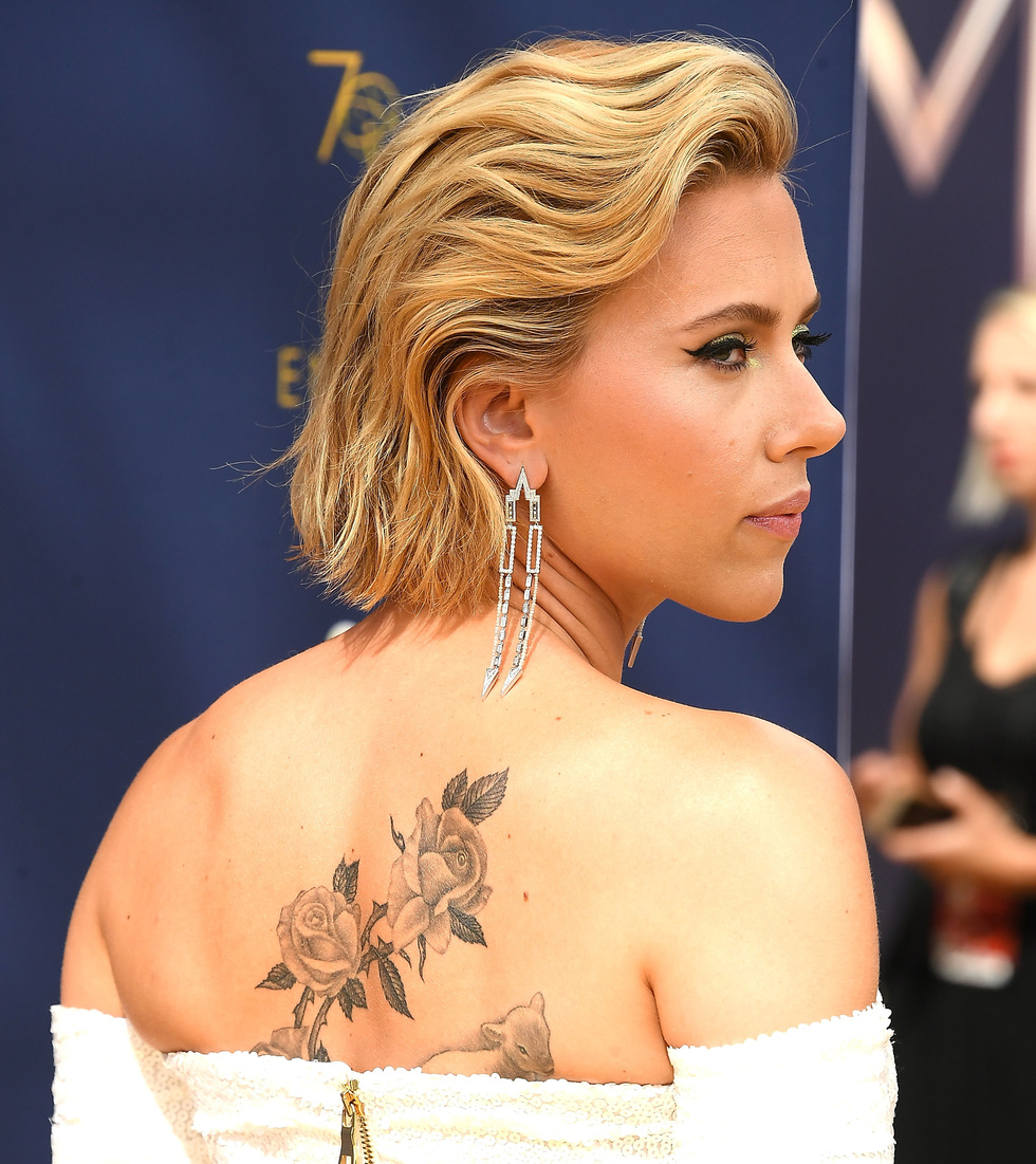 Scarlett Johansson Debuts Giant Back Tattoo at the Emmys ...