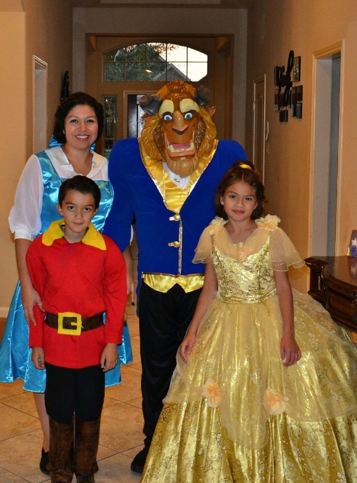 f98a18d90a 40 Halloween costume ideas the whole family will love - Motherly
