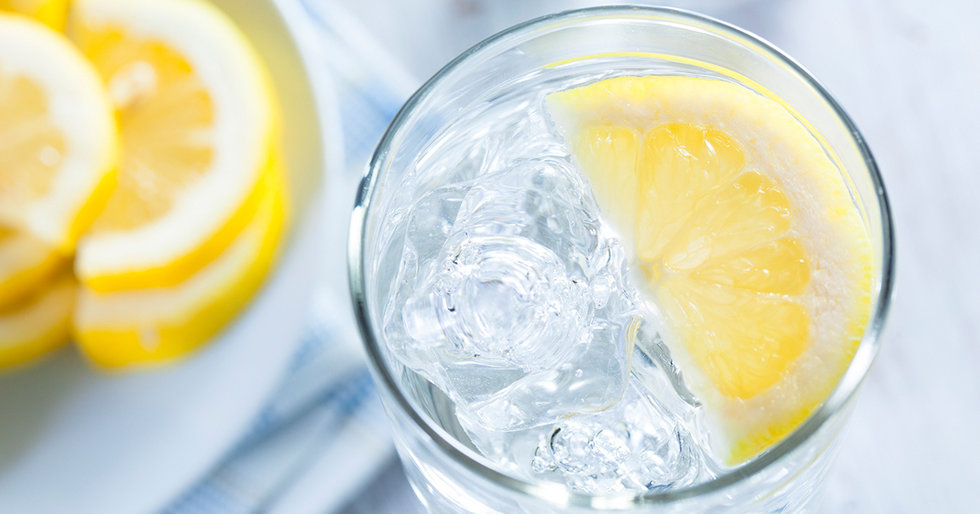 8 Reasons to Drink Lemon Water in the Morning