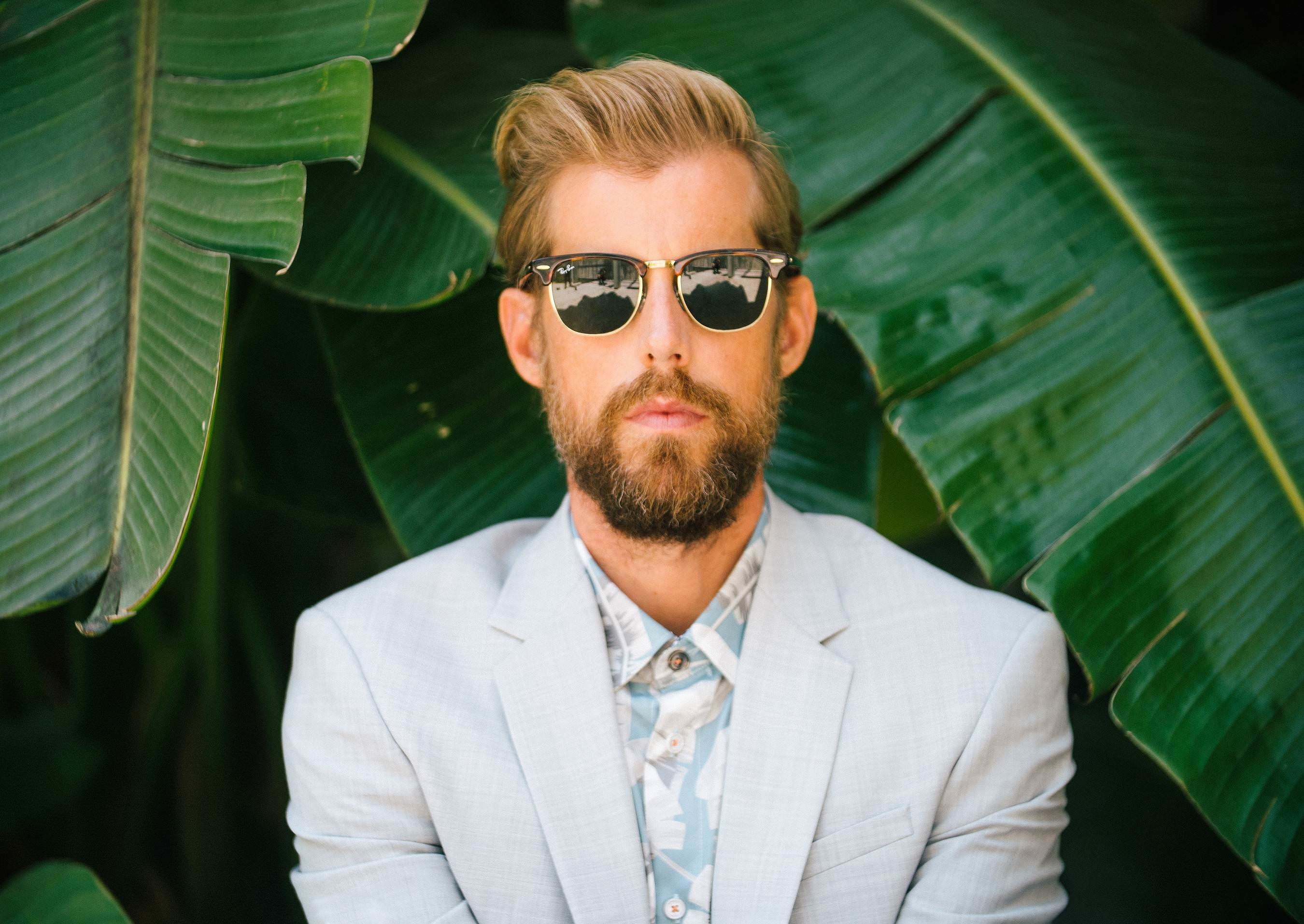 """Andrew McMahon in the Wilderness Heads Out on a """"Blue Vacation"""" (premiere)"""