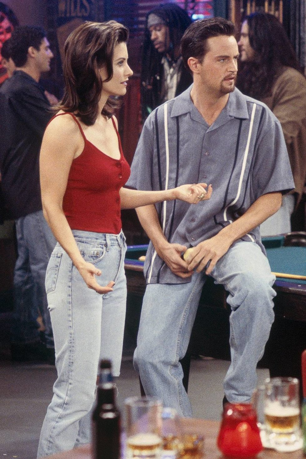 If you know anything about the iconic wardrobe from  Friends  then you must  know that Monica s go to outfit involved straight-leg jeans. I mean c mon!! 00409b0d40