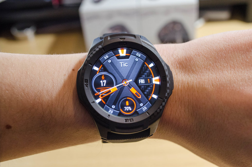 Picture of the OLED display of TicWatch S2 smartwatch