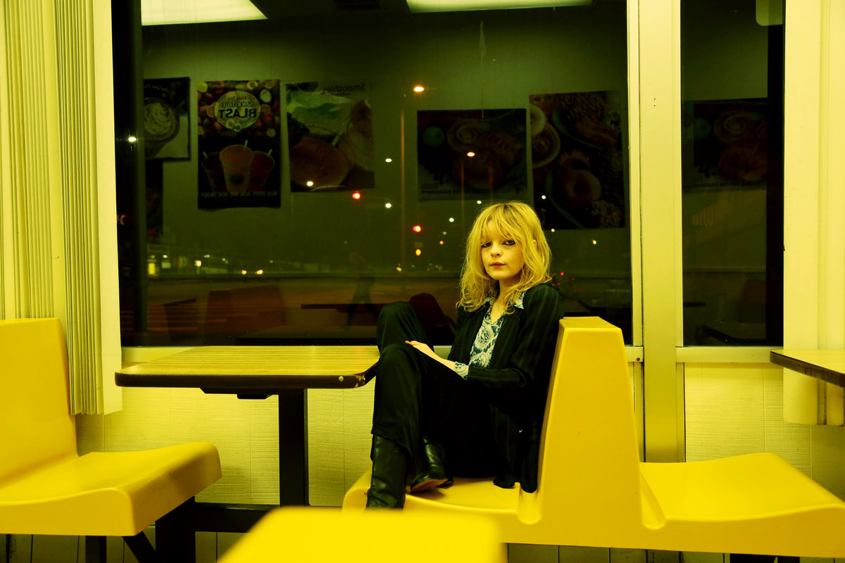 Jessica Pratt s  Quiet Signs  Is a Staggering Work of Hushed Beauty
