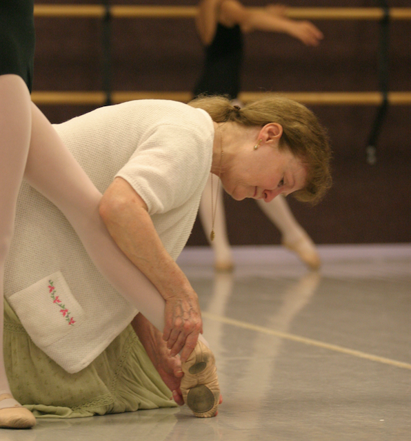 Marcia Dale Weary shaping a student's tendu at the barre