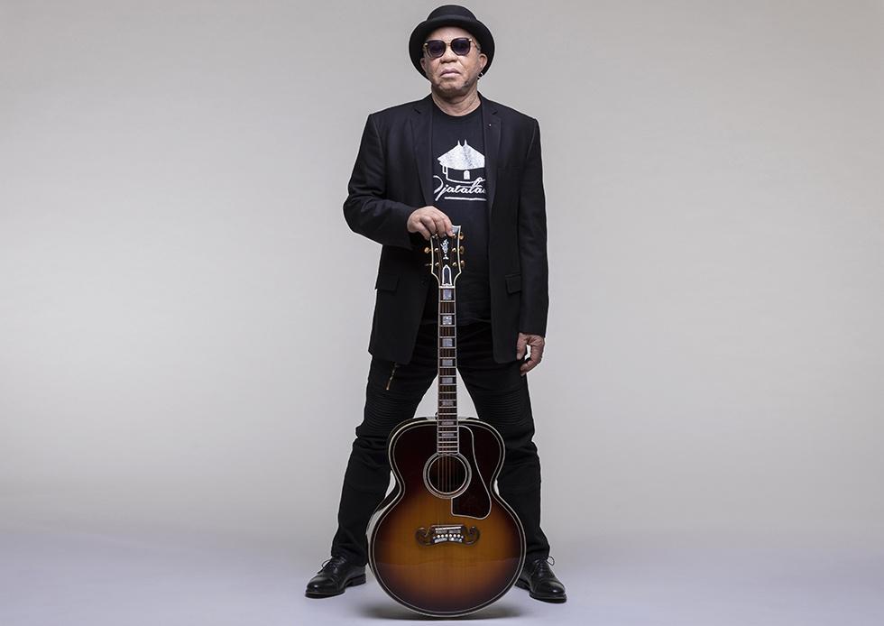 Salif Keita Bids Farewell to 50 years as  The Golden Voice of Africa  with  Un Autre Blanc